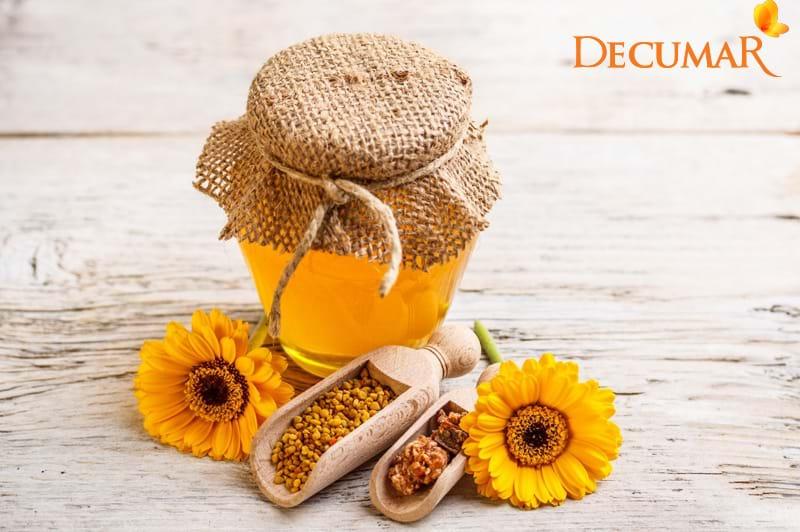 Kem trị thâm mụn tại nhà: Mặt nạ chuối mật ong