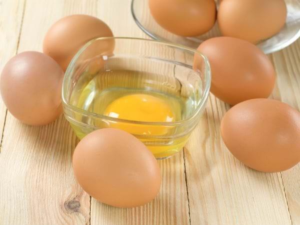 trị mụn cấp tốc bằng lòng trắng trứng