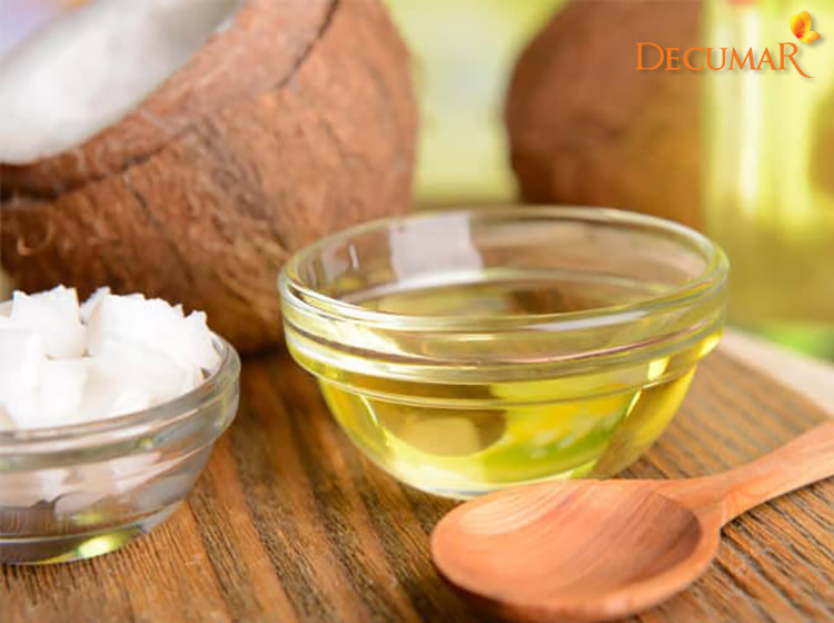 Thoa dầu dừa trị mụn ẩn trên da