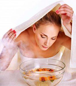 Mách bạn cách xông hơi da mặt để trị mụn cám hiệu quả