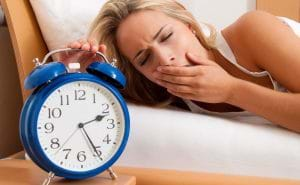 Thiếu ngủ cũng là một nguyên nhân gây ra mụn.