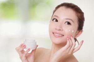 Bạn phải lựa chọn kem trị mụn phù hợp với tình trạng mụn và đặc điểm làn da của bạn.