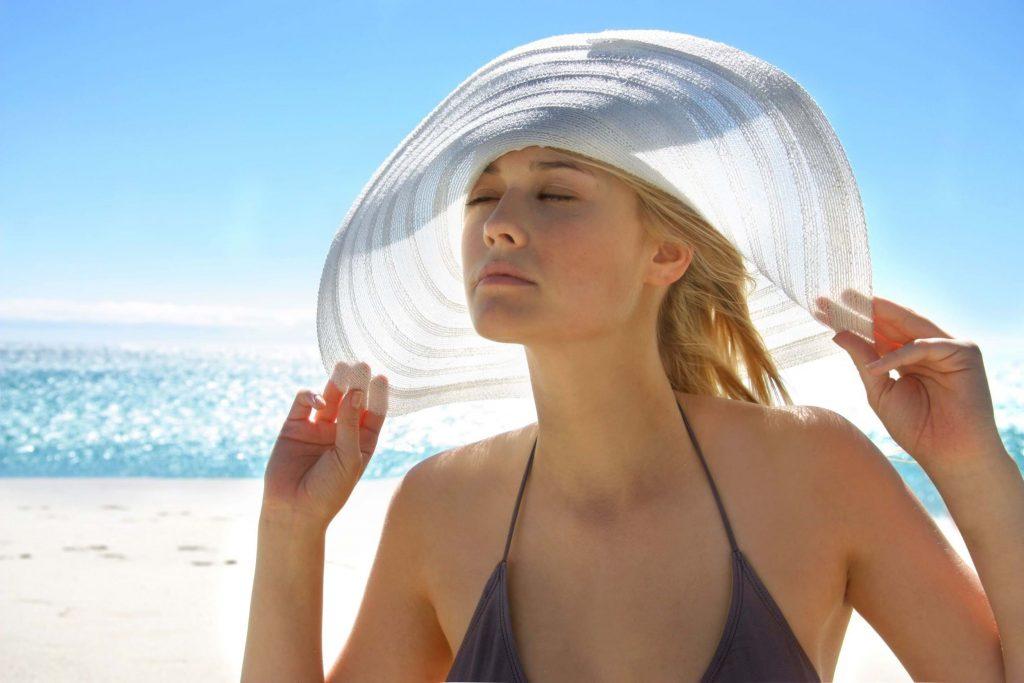 Cần chống nắng cho da để việc trị thâm bằng vitamin C đạt hiệu quả nhất.