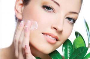 Làn da bạn sẽ mau chóng sạch mụn chỉ sau vài lần thực hiện trị mụn với kem đánh răng.
