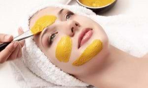 Mặt nạ nghệ mật ong sẽ khiến các vết sẹo thâm biến mất nhanh chóng.