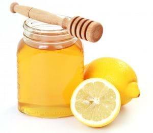 Mặt nạ mật ong và chanh sẽ nhanh chóng làm mờ các vết thâm mụn.