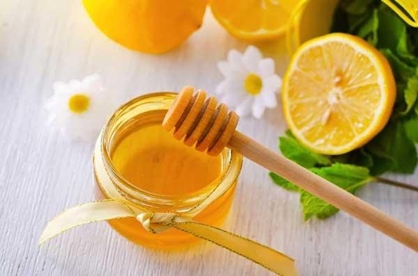 Trị mụn bằng chanh kết hợp với mật ong đẩy lùi mụn đầu đen