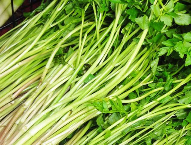 Mướp đắng trộn rau cần