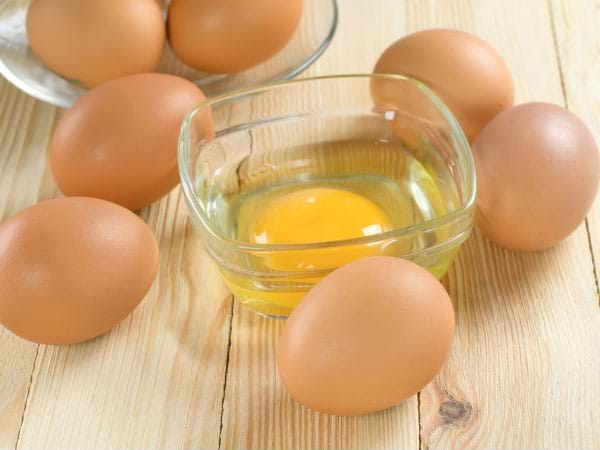 Mặt nạ trị mụn đầu đen từ lòng trắng trứng gà
