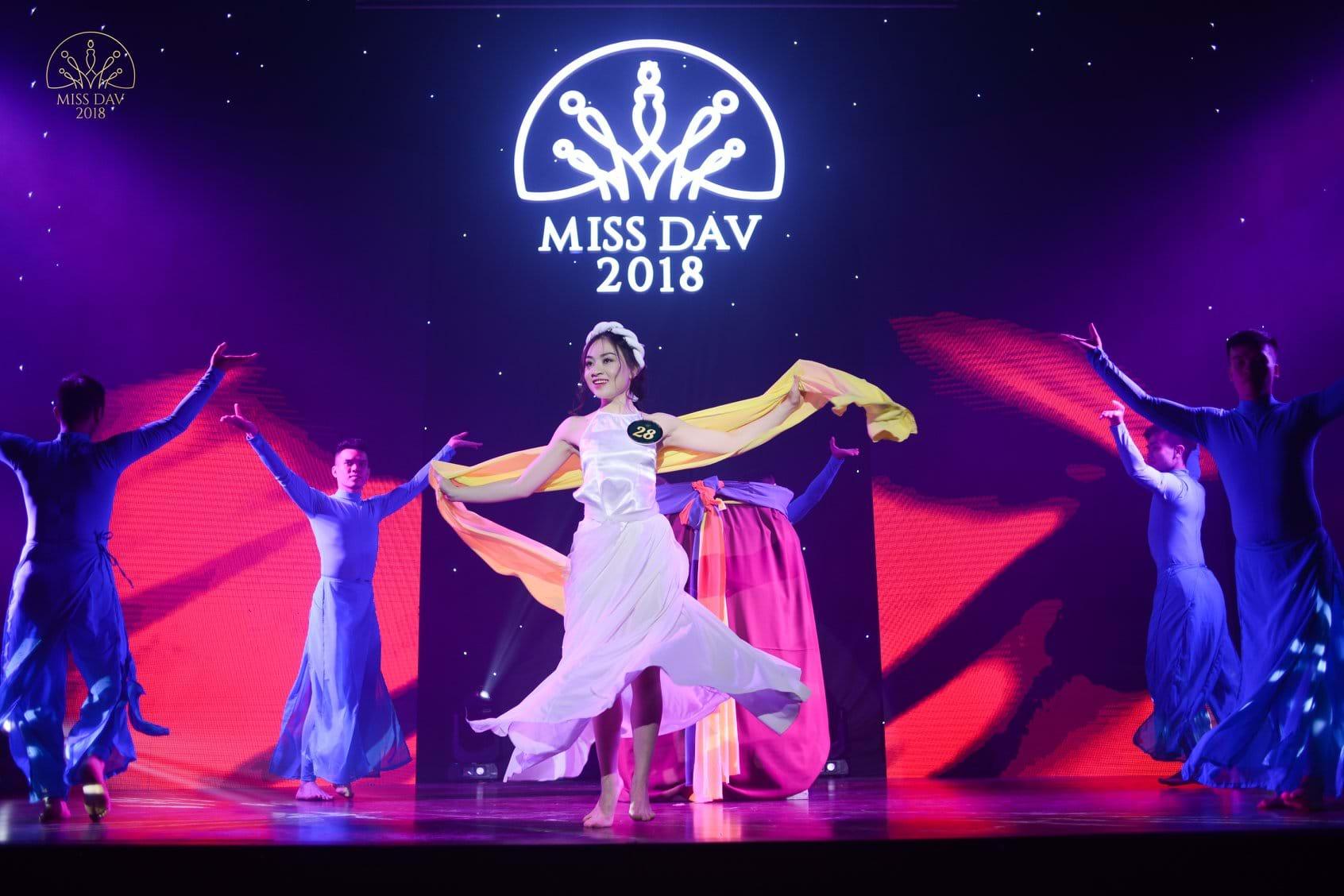 Decumar tỏa sáng cùng đêm thi Miss DAV – Hoa khôi Ngoại giao 2018