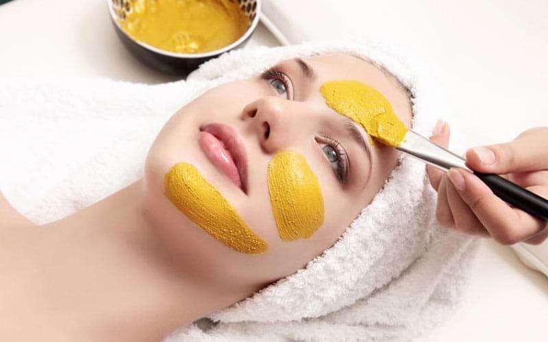 Phương pháp trị mụn thâm trên mặt nhanh nhất với tinh bột nghệ