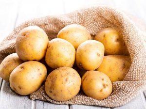 Dưỡng da trị mụn bằng nước ép khoai tây đơn giản, hiệu quả