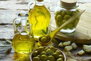 Làm đẹp, trị mụn triệt để siêu đơn giản với dầu oliu