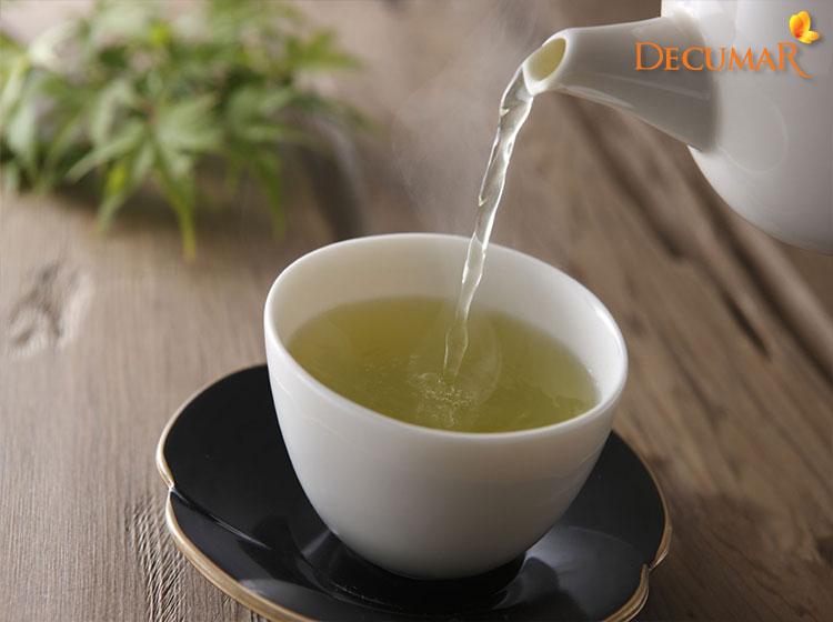 Trị mụn bằng nước trà xanh