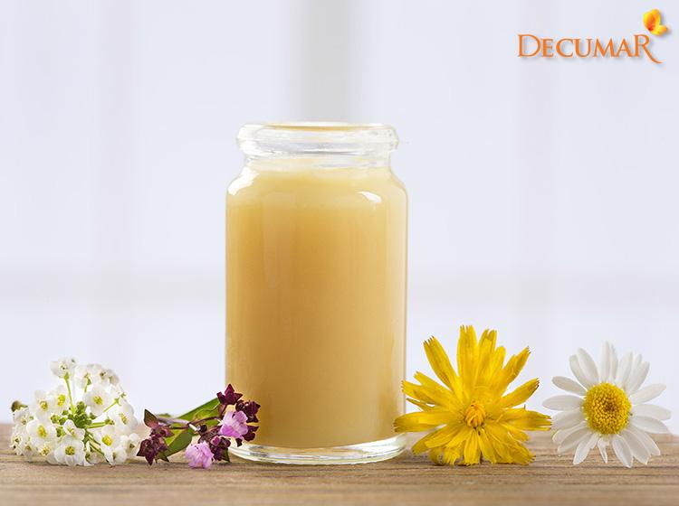 Sữa ong chúa khi kết hợp với tinh bột nghệ vàng sẽ cung cấp một lượng lớn Vitamin cho da