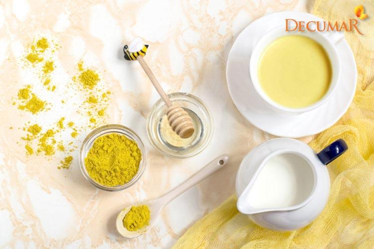 Làm đẹp bằng tinh bột nghệ vàng và sữa tươi sẽ giúp cho da được nuôi dưỡng rất tốt