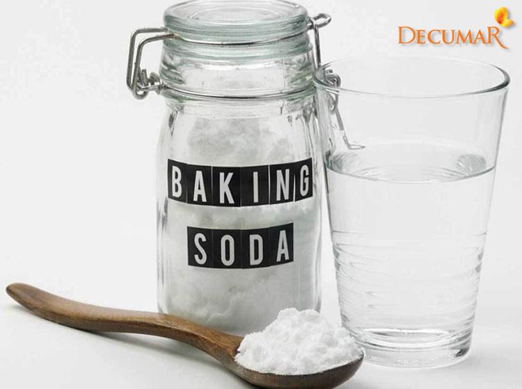 Trị sẹo thâm bằng baking soda và nước ấm