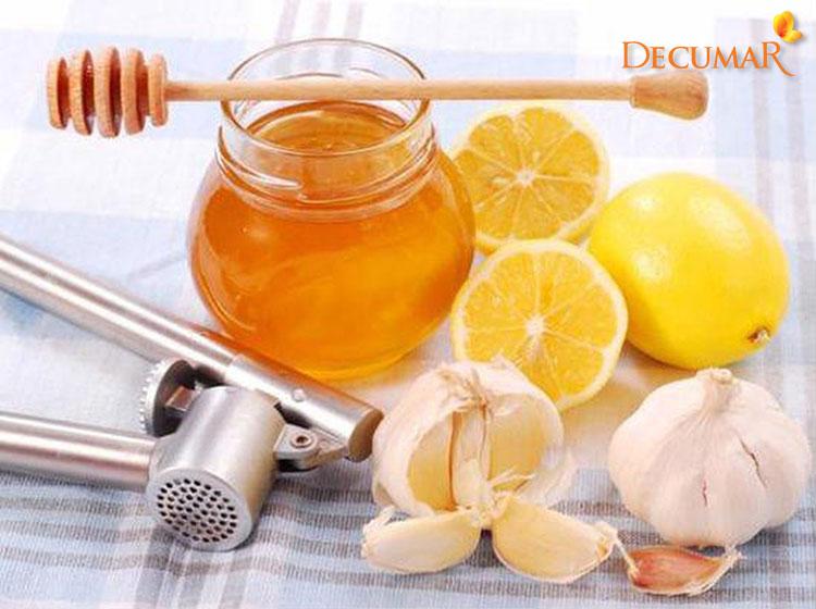 Dùng mật ong, chanh và tỏi trị mụn bọc