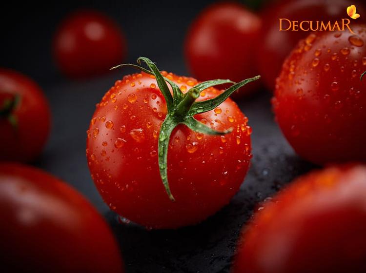 Sử dụng cà chua trị sẹo thâm đen