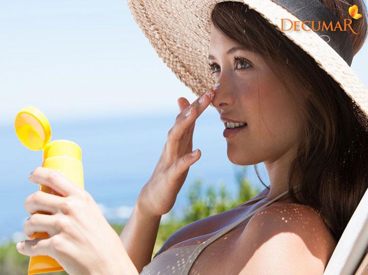 Che chắn da khỏi các tác động môi trường cũng sẽ giúp cho da tránh khỏi tình trạng viêm sưng