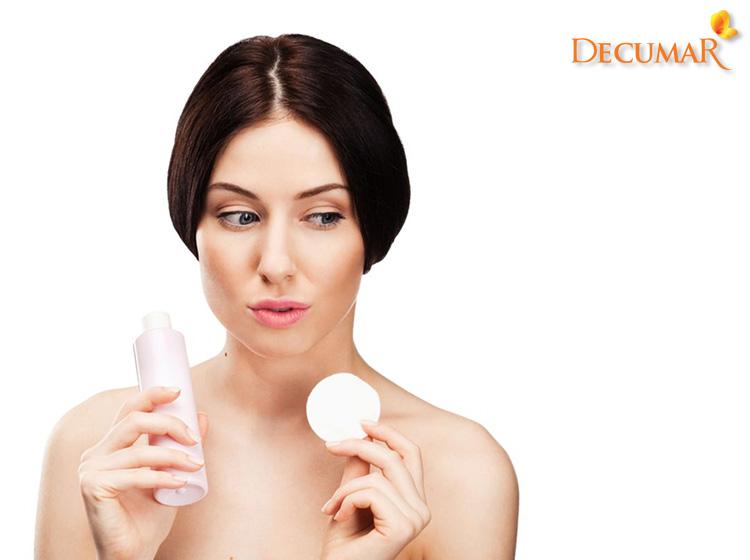 Cần cẩn trọng lựa chọn các loại sản phẩm rửa mặt, chăm sóc da khi đang bị tình trạng mụn sưng viêm