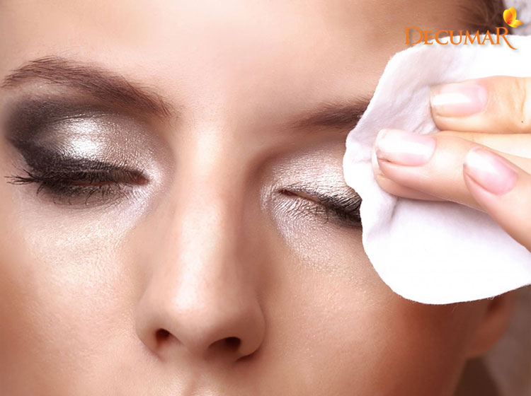 Tẩy trang da mặt là một trong những nguyên nhân gây mụn cám