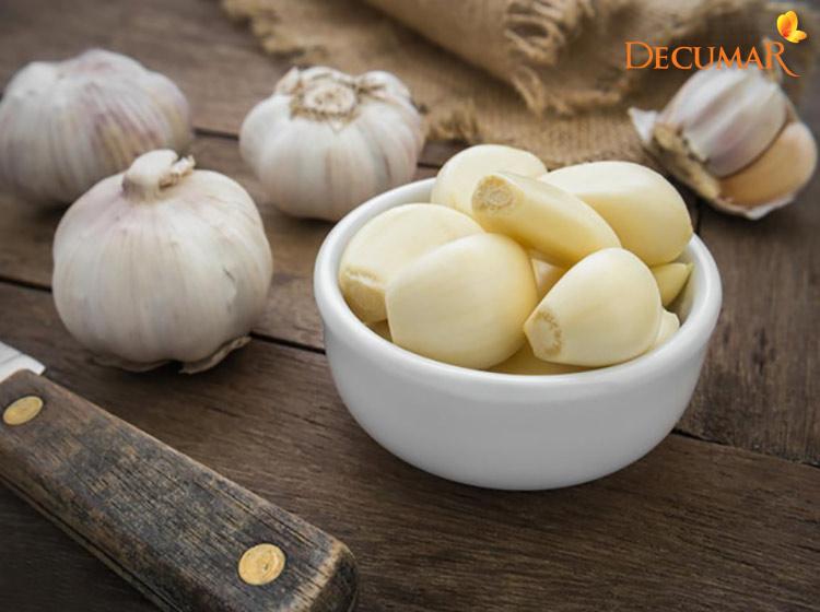 Tỏi - nguyên liệu trị viêm da mụn trứng cá có trong mọi căn bếp