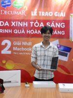 Cậu học trò nghèo chạm tay vào ước mơ Macbook Pro nhờ vượt qua sự tự ti về mụn