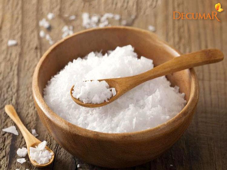 Sử dụng muối biển trị thâm sẹo ở lưng