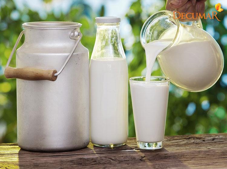 Tránh uống sữa bò khi bị mụn viêm