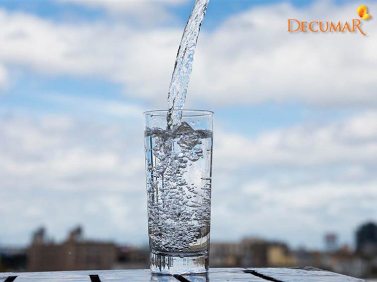 Uống nước lọc làm giảm mụn viêm