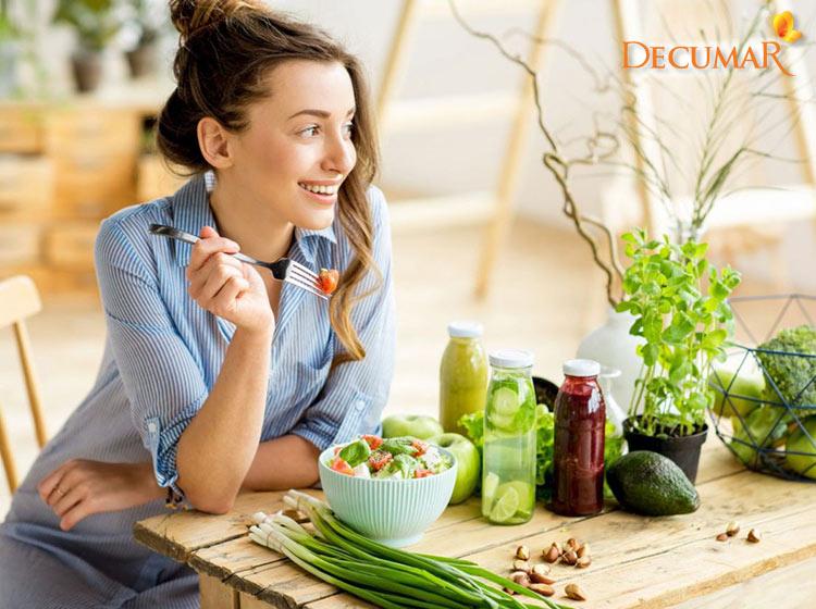 Một chế độ ăn uống, sinh hoạt khoa học cũng sẽ góp phần ngăn chặn tình trạng mụn viêm lan rộng