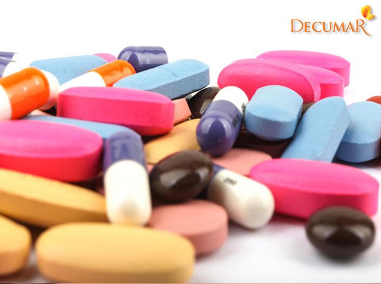 Uống thuốc là một phương pháp trị mụn viêm da dị ứng