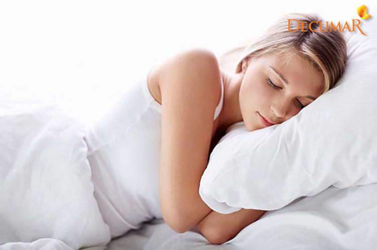 Chăn gối ngủ là vật bạn thường xuyên tiếp xúc, chính vì vậy nếu chúng không sạch sẽ làm cho mụn viêm nặng hơn