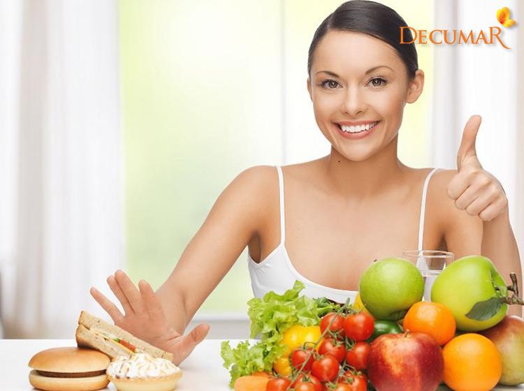 Bổ sung nhiều chất xơ, vitamin từ trái cây, rau củ để ngăn chặn mụn xuất hiện