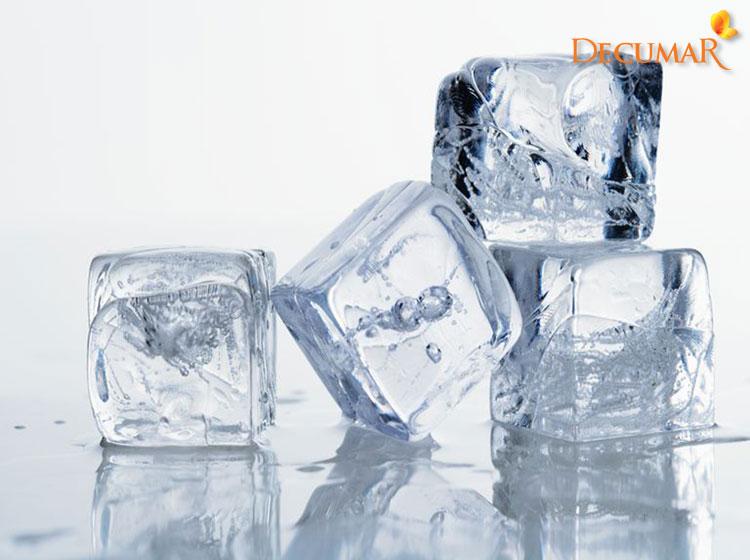 Chườm đá lạnh giảm mụn viêm sưng là cách được rất nhiều người áp dụng