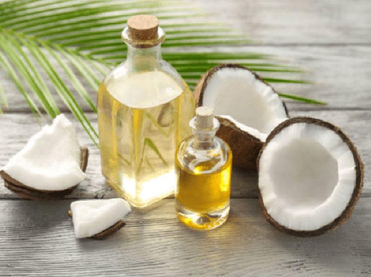 Cách trị mụn viêm bằng dầu dừa đơn giản nhất đó chính là sử dụng trực tiếp trên da