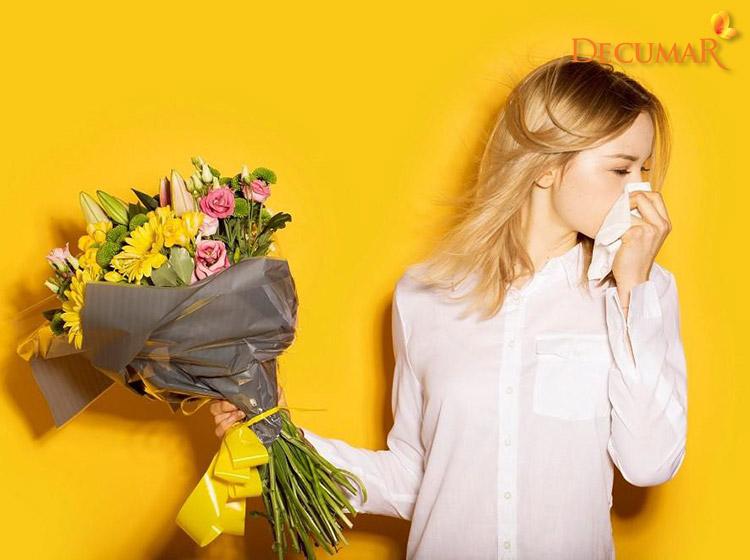Dị ứng phấn hoa có thể gây nổi mụn