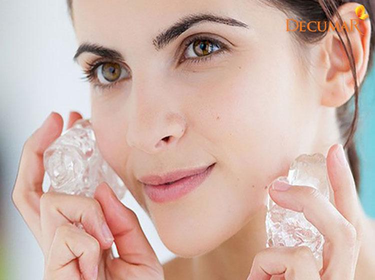 Chườm đá lạnh giúp làm giảm sưng viêm tạm thời