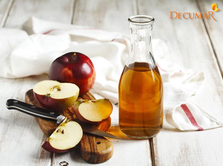 Giấm táo với nước vo gạo vừa giúp trị mụn thâm lại còn làm nhỏ lỗ chân lông rất tốt