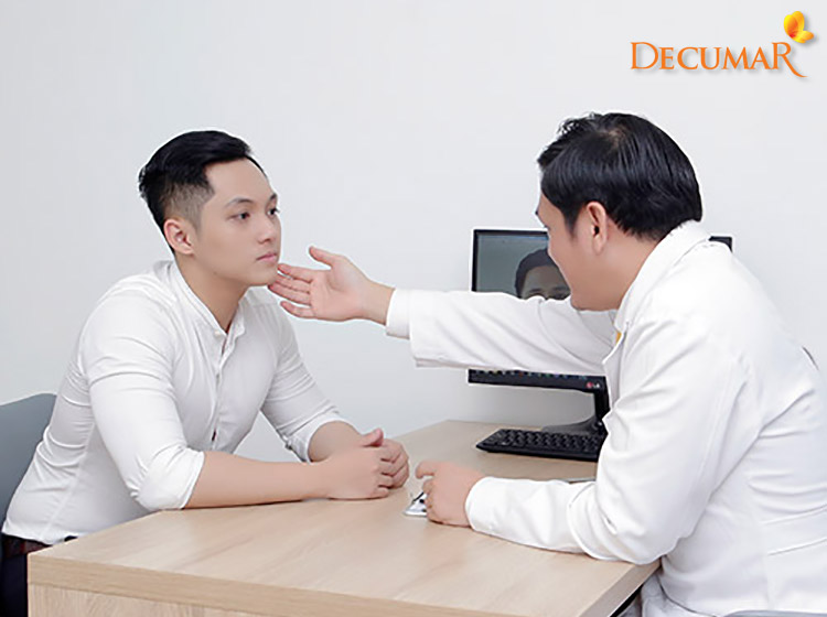 Ngay cả nam giới cũng có thể tới các trung tâm thẩm mỹ để trị sẹo thâm