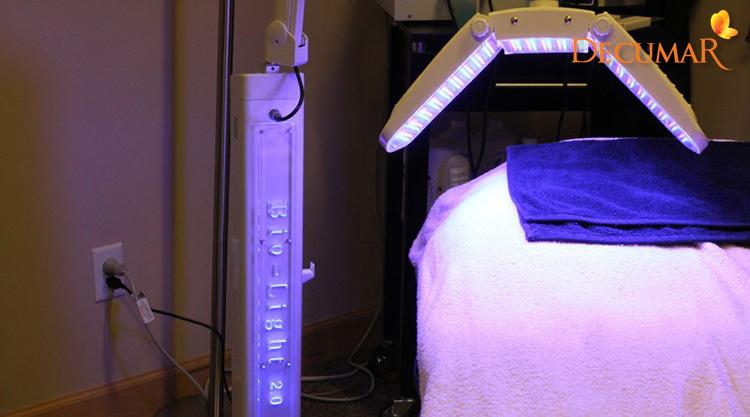 Phương pháp Blue Light sẽ giúp đôi chân của bạn hết thâm sẹo rất nhanh