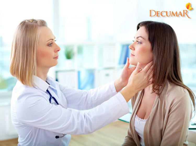Thăm khám da liễu khi tình trạng mụn viêm bị vỡ quá nặng là điều vô cùng cần thiết