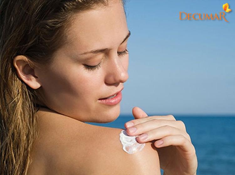 Thoa kem chống nắng bảo vệ da
