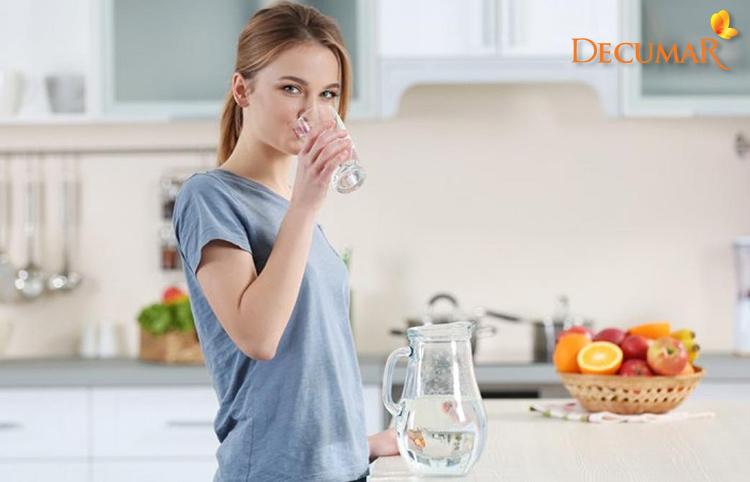 Uống nhiều nước để tăng cường thải độc tố ra ngoài