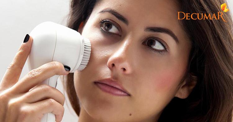 Dùng máy rửa mặt dễ khiến da mụn viêm bị tổn thương