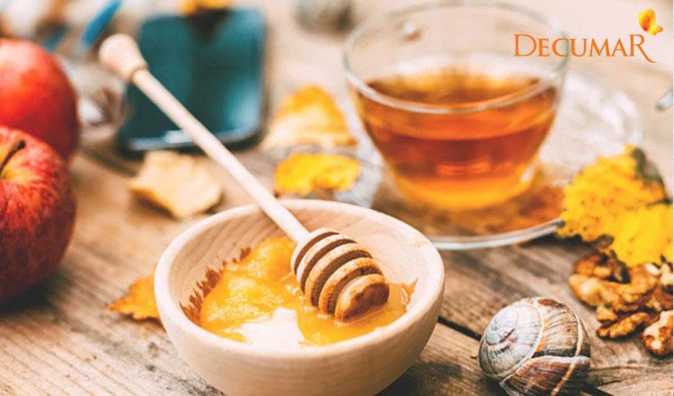 Giấm táo và mật ong kết hợp với nhau tạo thành hỗn hợp mặt nạ trị mụn thâm hiệu quả