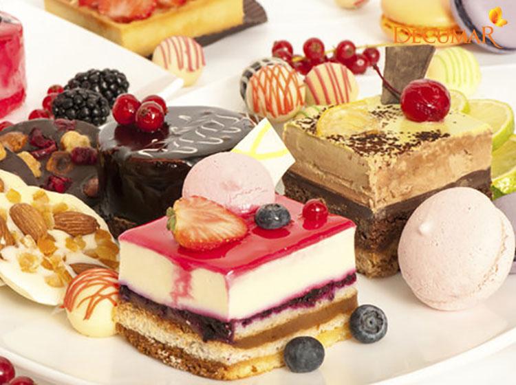 Các món ăn nhiều đường cũng là nguyên nhân dẫn tới tình trạng mụn viêm chân lông trầm trọng hơn