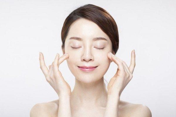 Chăm sóc da mặt bị mụn ẩn