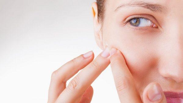 Chữa trị mụn ẩn dưới da